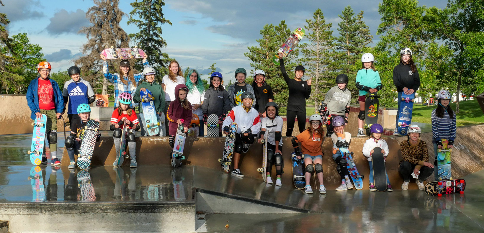 100 Percent skateclub for girls and women group photo